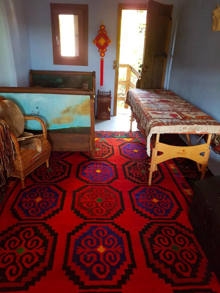 the shamanic healing room of Nasma Al Amir in the village Favi in Italy