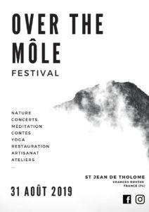 festival en plein air dans la nature avec programme de contes, du yoga, du chamanisme et des ateliers d'artisanat - autour des spiritualités